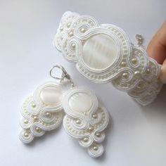 kolczyki bransoleta bransoletka slubna komplet slubny sutasz soutache bialy white bridal set earrings bracelet wedding bride to be pearls mother of pearl masa perlowa
