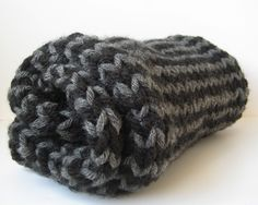 Free chunky stripe scarf pattern and how to knit single row stripes without cutting the yarn - knitting patterns by Amanda Berry - knitting tutorials