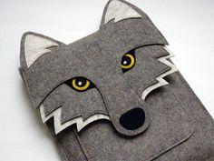 iPad  Hülle - Wolf in natürlichem grauem Filz von Boutique ID auf DaWanda.com