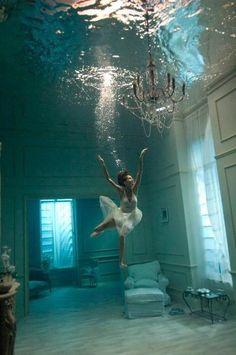 Underwater ballet salon
