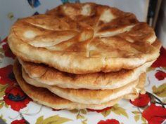 Rețeta plăcintelor cu brânză, ceapă și mărar la tigaie. Pentru această rețetă vom prepara un aluat fără drojdie. Foodies, Pancakes, Breakfast, Mai, Romanian Recipes, Morning Coffee, Pancake, Crepes
