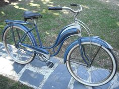 """1940 Huffman Champion Model 13 Ladies - Very rare and desirable ladies """"big tank"""" with the welded on kickstand. Top of the line with stainless steel tank and chainguard inserts, lit tank, and Old Bicycle, Bicycle Women, Old Bikes, Bicycle Drawing, Recumbent Bicycle, Bicycle Workout, Cool Bicycles, Electric Bicycle, Bicycle Design"""