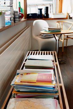 George Nelson Bench / Panton chair www. George Nelson, Vitra Furniture, Modern Furniture, Furniture Design, Panton Chair, Vitra Design, Outdoor Dining Chairs, Mid Century House, Pantone