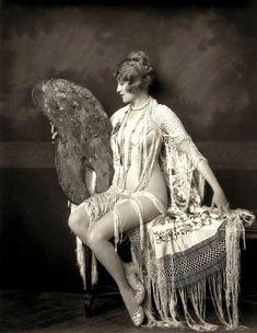 Era Ziegfeld Follies Girl Ruth Etting -Black and White-Multiple Classic Sexy Hollywood Glamour Pin Up Vintage, Vintage Glamour, Photo Vintage, Vintage Beauty, Vintage Ladies, Vintage Fashion, Burlesque Vintage, Vintage Pictures, Vintage Images
