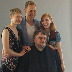 The cast of #CrimsonPeak at the #SDCC2015 Guillermo del Toro, Tom Hiddleston, Jessica Chastain und Mia Wasikowska (via @EW)