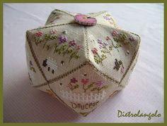 Dans mon jardin (biscornu with link to pattern)