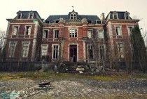 Abandoned Mansion in Auvergne, France. This site has some really cool pics of abandoned mansions =D Abandoned Buildings, Abandoned Property, Abandoned Castles, Old Buildings, Abandoned Places, Old Abandoned Houses, Old Mansions, Abandoned Mansions, Beautiful Buildings