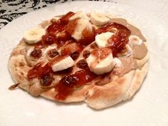 EASY Peanut butter, Jelly, Banana and Roasted Marshmallow Pizza....in under 10 mins! It's on a pita! LOVE THIS!