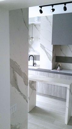 Full kitchen featuring Laminam counters, backsplash, gables and island - Broken Down Designs, Toronto Tile Countertops, Kitchen Backsplash, Porcelain Ceramics, Porcelain Tile, Large Format Tile, Kitchen Modern, Counter Tops, Granite, Toronto