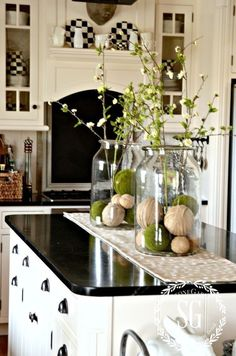 Ideas farmhouse kitchen table centerpiece branches for 2019 Kitchen Island Centerpiece, Kitchen Island Decor, Dining Room Centerpiece, Centerpiece Ideas, Kitchen Islands, Kitchen Counter Decorations, Kitchen Cabinets, Decorating Kitchen Counters, Dining Room Table Centerpieces