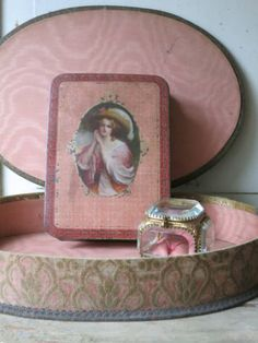 Lovely vintage box and picture Fabric Covered Boxes, Fabric Boxes, Old Boxes, Antique Boxes, Pretty Box, Pretty In Pink, Shabby Boxes, Victoria Magazine, Pink Images