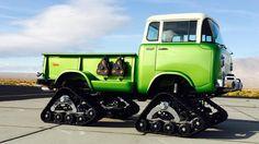 レトロなJeepのキャブオーバー小型トラックを無限軌道にカスタム!【動画】