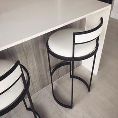 Chic monochrome swivel stools sitting pretty at the kitchen island of our Biscayne Beach project! Clean, modern lines and yet still so comfortable ✔️ Furniture Stores Nyc, Trendy Furniture, Iron Furniture, Furniture Decor, Furniture Design, Stools For Kitchen Island, Comfortable Living Rooms, Modern Bar Stools, Bar Chairs