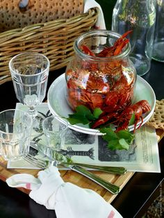 Kräftskiva - A crayfish party is a traditional summertime eating and drinking celebration in the Nordic countries. The tradition originated in Sweden, where a crayfish party is called a kräftskiva. Crab Boil Party, Crawfish Party, Seafood Party, Fish And Seafood, Seafood Boil, Table Setting Inspiration, Scandinavian Food, Scandinavian Interiors, Swedish Recipes
