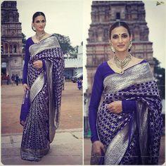 Banarasi silk sarees are Indian sarees made in Varanasi, a city which is also called Benares or Banaras. The sarees are among the finest sarees in India and are known. Pattu Saree Blouse Designs, Saree Blouse Patterns, Lehenga Designs, Kanjivaram Sarees, Silk Sarees, Banarsi Saree, Kalamkari Saree, Saris, Cheongsam