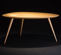 Beistelltisch oval, Massivholz Eiche, Tischbeine Massivholz Eiche - natur lackiert Shop Counter, Dinner Table, Simple Designs, Office Desk, Table Designs, Dining, Tables, Rooms, Furniture