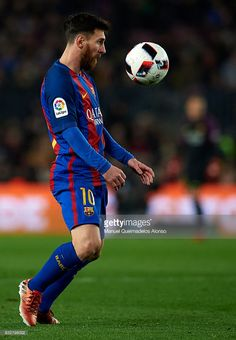 Lionel Messi of Barcelona controls the ball during the Copa del Rey quarter-final second leg match between FC Barcelona and Real Sociedad at Camp Nou on January 26, 2017 in Barcelona, Spain.