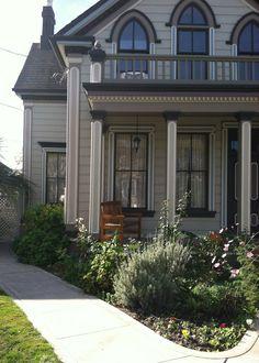 A Beautifully Restored Historic Home In Petaluma, California.  Zippertravel.com Digital Edition