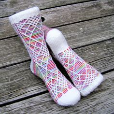 Clown Tamer is a slip-stitch colourwork cabled sock pattern, worked from the cuff down, with a standard adjustable heel flap and gusset. It is perfect for taming that ball of crazily variegated yarn (a.k.a. clown barf) in your stash you weren't sure what to do with.