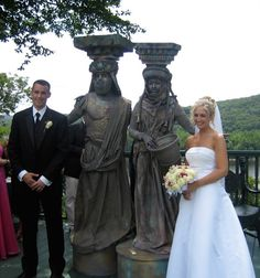 Pillars of #love   #wedding #entertainment #specialevents #alterideas #couples #caryatid #telemon #livingstatues #eventplanning