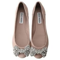 Steve Madden flats with sparkle bow. Can never have too many Steve Madden flats Look Fashion, Fashion Shoes, Womens Fashion, Girl Fashion, Fashion News, Cute Shoes, Me Too Shoes, Trendy Shoes, Casual Shoes