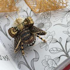 ‼️Анонс‼️ Завтра в 16:00 по Москве в свободной продаже появится новый жук Он будет крупный, роскошный и золотой-золотой с акцентами бордо Буду рада всех видеть❤️ Не пропустите!⏰