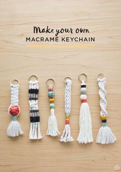Instructions: DIY keychain with tassel and macramé - Di .- Anleitung: DIY-Schlüsselanhänger mit Quaste und Macramé – Diy Projekt Instructions: DIY keychain with tassel and macramé pendant - Pot Mason Diy, Mason Jar Crafts, Keychain Diy, Keychain Ideas, Handmade Keychains, How To Make Keychains, Diy Yarn Keychains, Tassel Keychain, Diy Bracelet Gift