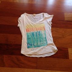 Hollister beach tshirt Super cute...I only wore it 4/5 times...says me and my beaches Hollister Tops
