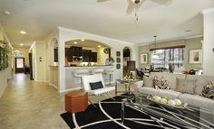 Living Room The Woodlands - Creekside Park: Jagged Ridge