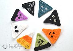 Need some Spooky decor for Halloween Party we have got your back. Checkout these awesome Free Crochet Patterns for Halloween Banner and Halloween Buntings. Thanksgiving Crochet, Crochet Fall, Holiday Crochet, Crochet Bunting Free Pattern, Crochet Motif, Free Crochet, Halloween Bunting, Halloween Crafts, Halloween Party