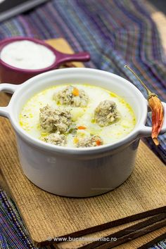 Romanian Meatball soup with Sour Cream (Supa de Perisoare). Hungarian Recipes, Russian Recipes, Romanian Recipes, Soup Recipes, Cooking Recipes, Food Porn, Cant Stop Eating, Romanian Food, Tasty