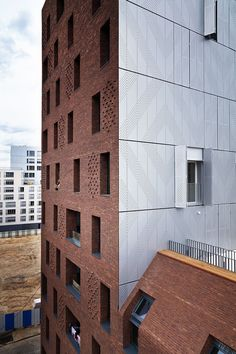 Image 19 of 28 from gallery of 38 Social Housing / Avenier Cornejo Architectes. Photograph by Takuji Shimmura Stage Architecture, Architecture Design, Facade Design, Contemporary Architecture, Social Housing Architecture, Brick Masonry, Brick Facade, Building Exterior, Brick Building