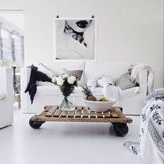 Minimalist Home Hijab hijab ki fazilat Home And Living, Decor, Interior Design, Decor Inspiration, Home Living Room, Home, Interior, Living Decor, Minimalist Home