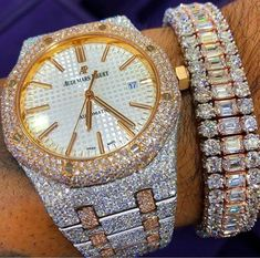 You won't believe the SPARKLE! See 11 hand picked diamond dripping luxury watches that cost more than an entire home, Philippe Paetek, Rolex and more. Elegant Watches, Beautiful Watches, Femmes Les Plus Sexy, Swiss Army Watches, Luxury Watches For Men, Audemars Piguet, Cool Watches, Unusual Watches, Latest Watches