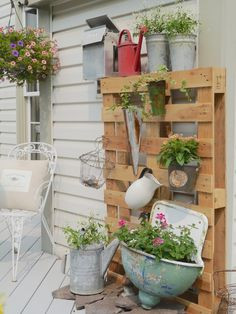 Create a Vertical Garden from a wood pallet and some thrifty finds!