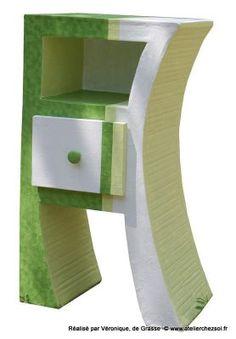 Premier meuble en carton réalisé par Véronique, grâce au livret de formation Hasiane de l'Atelier Chez Soi.