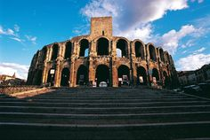Arles, monuments romains et romans, les plus anciens – arènes, théâtre antique, cryptoportiques – remontent au Ier siècle av. J.-C. #unesco #whc