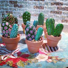 Best 11 How cute are these cactus painted rocks? Cactus Painting, Pebble Painting, Pebble Art, Stone Painting, Rock Crafts, Crafts To Do, Arts And Crafts, Cactus Craft, Cactus Decor