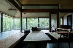 星見台と暮らすアトリエ山荘<br />緑を取り込むガラスのリビングダイニングとガラスの縁側 Windows, Interior Design, Architecture, Home Decor, Nest Design, Arquitetura, Decoration Home, Home Interior Design, Room Decor