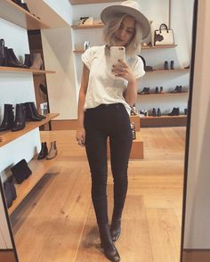 New boots = one happy girl by laurajadestone - Pinned by on… Mode Outfits, Fall Outfits, Summer Outfits, Casual Outfits, Fashion Outfits, Girly Outfits, Classy Outfits, Tumbr Girl, Look Fashion
