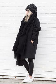 fur beanie, how to wear a beanie, beanie outfit, oversized coat, winter fashion, beanie style, beanie fashion