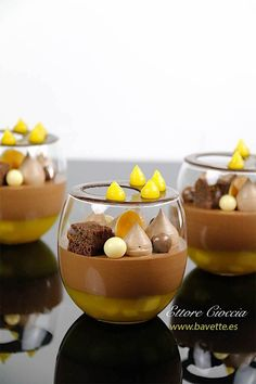 Mango compote with chocolate mascarpone and mousse, Desserts, Desserts in glass. Mango compote with chocolate mascarpone, and chocolate mousse. To decorate, a mango gel and financial sponge cake. Desserts In A Glass, Gourmet Desserts, Fancy Desserts, Plated Desserts, Dessert Recipes, Elegant Desserts, Tapas, Dessert Decoration, Food Plating