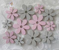 Floristikdeko - 12 dekorative Holzblumen grau-rosa, 3 Größen - ein Designerstück von ZeitfuerKreatives bei DaWanda
