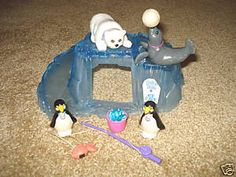 VINTAGE LITTLEST PET SHOP 1992 ZOO POLAR BEAR PLAYSET....loved these toys more than anything