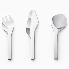 Japanese design studio Nendo has launched a range of cutlery that looks as though it's been carved from flint like prehistoric tools. Via Dezeen. Contemporary Garden, Contemporary Bedroom, Contemporary Design, Kitchen Contemporary, Contemporary Apartment, Contemporary Wallpaper, Contemporary Chandelier, Contemporary Architecture, Architecture Design