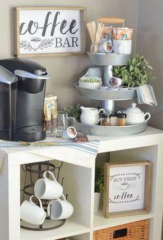 Set up a three-tier coffee bar and free prints! - Küche - Home Sweet Home Coffee Nook, Coffee Bar Home, Big Coffee, Coffee Maker, Coffee Bar Ideas, Coffee Tables, Coffee Island, Coffee Bar Design, Coffee Wine