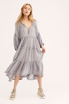 Free People's cute dresses fit every occasion! Shop online for summer dresses, sundresses, casual dresses, white boho maxi dresses & more. Short Beach Dresses, Sexy Dresses, Casual Dresses, Summer Dresses, Trendy Dresses, Dress Long, Boho Dress, Bohemian Dresses, Latest Fashion For Women