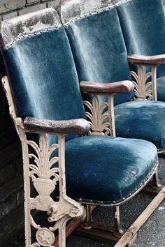 Interior design, decoration, loft, furniture, old theatre seats Love Blue, Blue And White, Dark Blue, Deco Cinema, Cinema Room, Theater Seating, Take A Seat, Blue Velvet, My Favorite Color