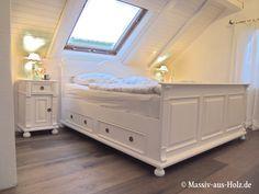 Weißes Bett im Schlafzimmer - 100% Massivholz & Qualität - www.massiv-aus-holz.de - #betten #bestmoments #schöneswohnen #solebeich #meinzuhause #schlafzimmer #schlafzimmermöbel #stadtwohnung #wohnen #couchmagazin #altbau #home #bohoinspired #whiteliving #whitefurniture #homeinspiration Home Bedroom, Master Bedroom, Couch Magazin, House Beds, Furniture Inspiration, My Room, Bunk Beds, Toddler Bed, Shabby Chic