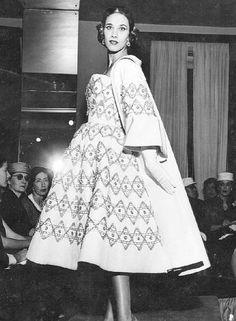 Beleza. Ilka Soares, uma das modelos da maison: mais de 1,70m de altura e 58 centímetros de cintura